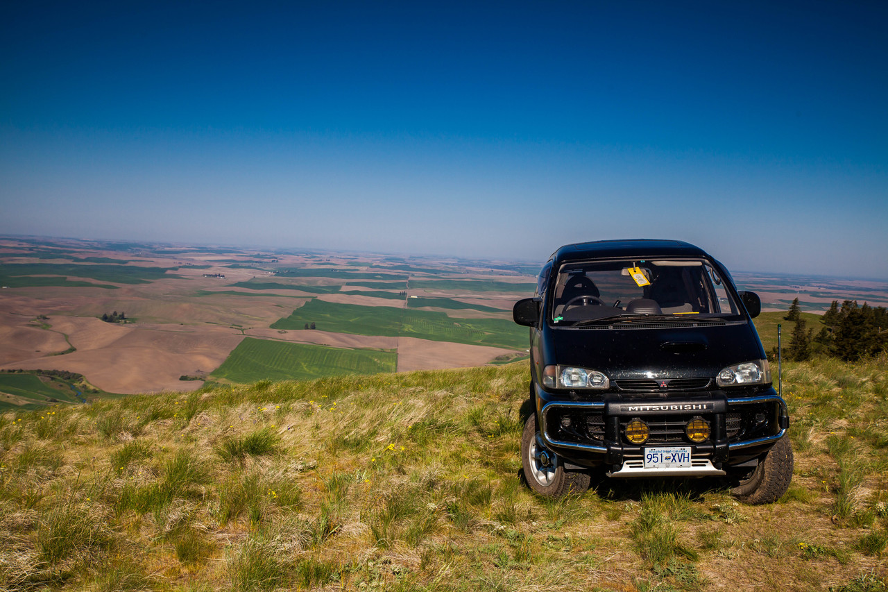 Delica lost on a hill in Palouse